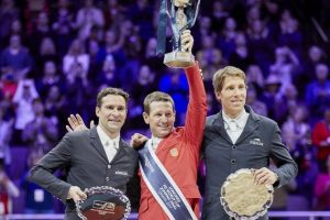 Der Sieger von Omaha, McLain Ward, mit Romain Duguet und Henrik von Eckermann Foto: FEI