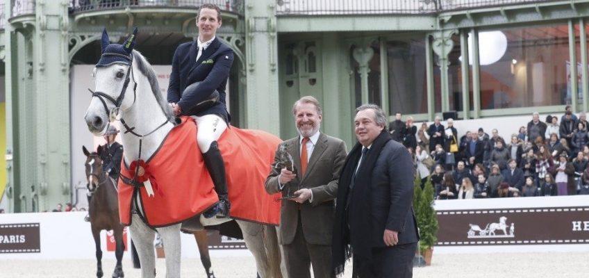 Felix Haßmann siegt im 1,50 m-Springen beim Saut Hermès
