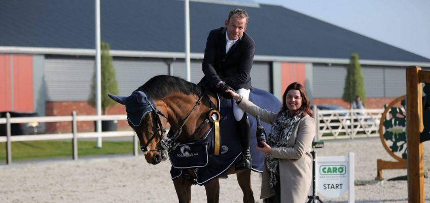 FN ehrt Lars Nieberg mit Gold und Lorbeer