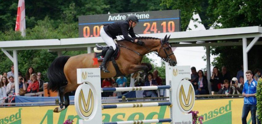 Andre Thieme mit zwei Pferden vorne platziert im Ocala Grand Prix