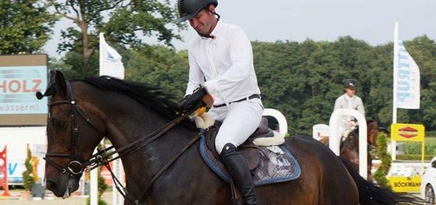 Philipp Weishaupt gewinnt Preis von Jaguar-Landrover in Münster