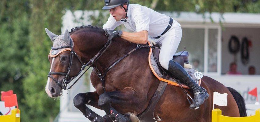 Philip Rüping und der Holsteiner Hengst Casallco galoppieren Konkurrenz im Sentower Park davon!